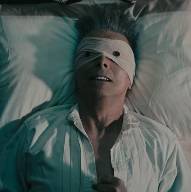 Bowie in the video for Lazarus, the last one he made (Photo: Internet Unknown)