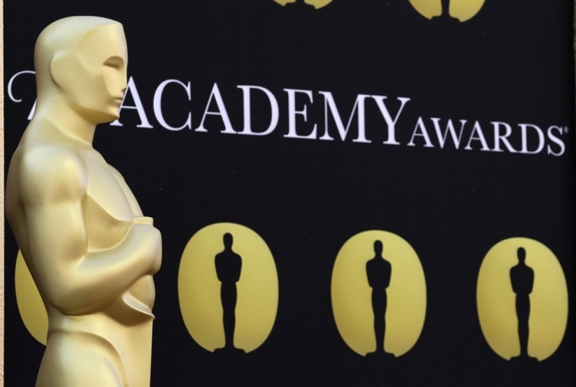 An Oscar statue stands on the red carpet outside the theater. (Amy Sancetta/Associated Press)